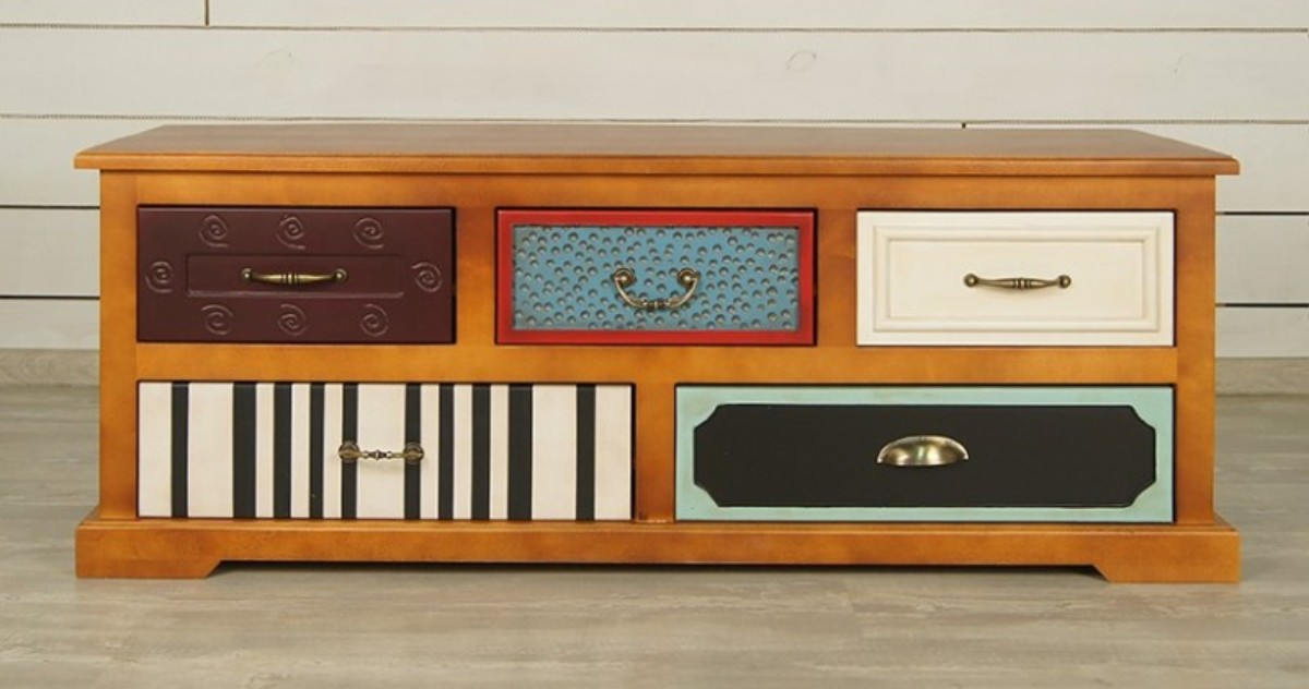 Diese Büro Kommode Kombiniert Verschiedene Stile, Texturen Und Farben.  Klassische Formen Und Antike Möbel Fügen Nur Eine Charisma Hinzu.