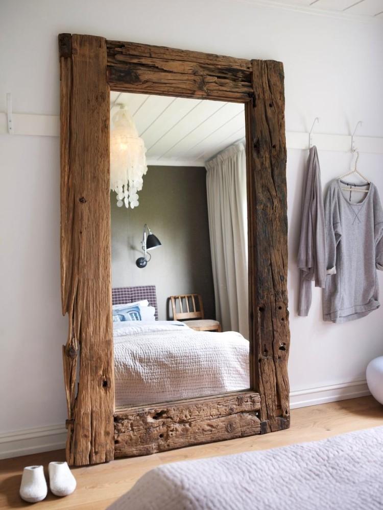 Wie man einen Platz für einen Spiegel im Innenraum wählt