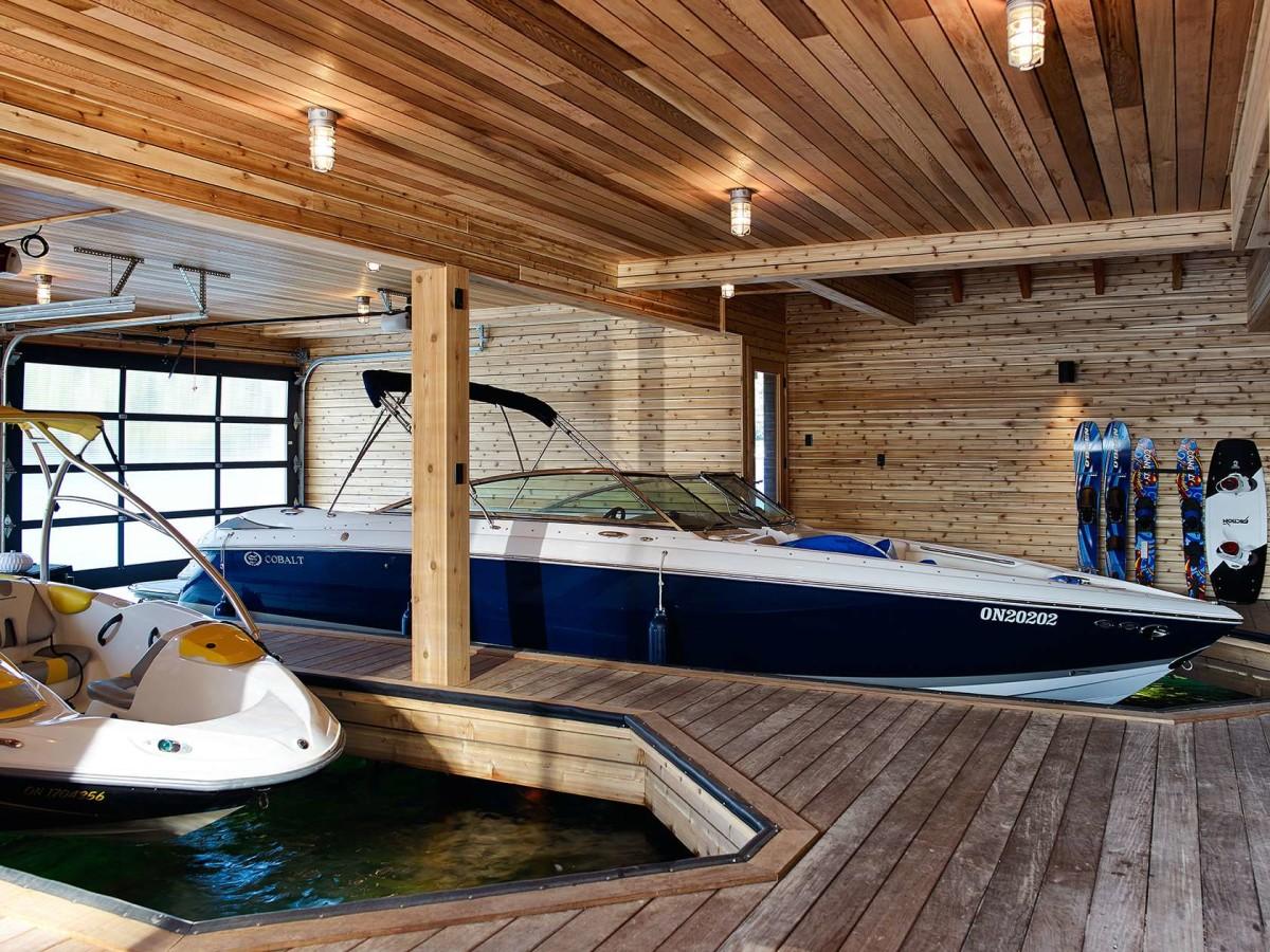 Гараж для лодки на берегу своими руками