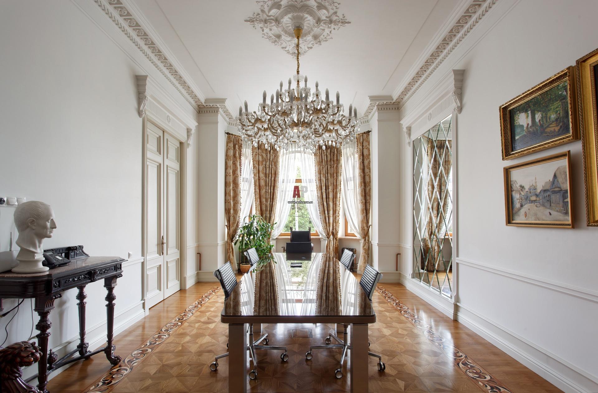 Il design di un ampio soggiorno in stile neoclassico - Casa stile neoclassico ...